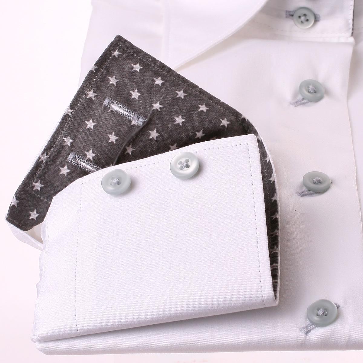 wei e bluse mit wei en sternen auf einem grauen stoff in. Black Bedroom Furniture Sets. Home Design Ideas