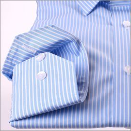 Chemise bleu clair à rayures blanches