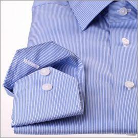 Chemise bleu moyen à fines rayures blanches