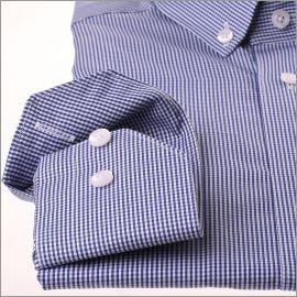 Chemise à petits carreaux blancs et bleu marine à col boutonné