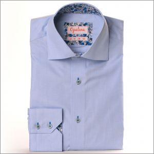 Chemise bleu ciel avec col et poignets à baies bleues