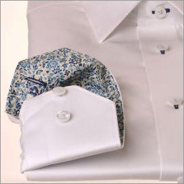 Chemise blanche à col et poignets à motifs fleuris bleu marine