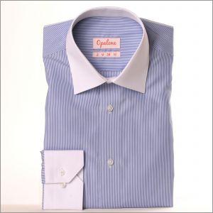 Chemise rayée bleue et blanc à col et poignets blancs