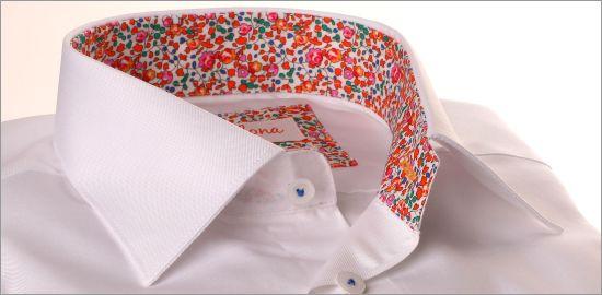 Chemise blanche à col et poignets à motifs fleuris multicolores