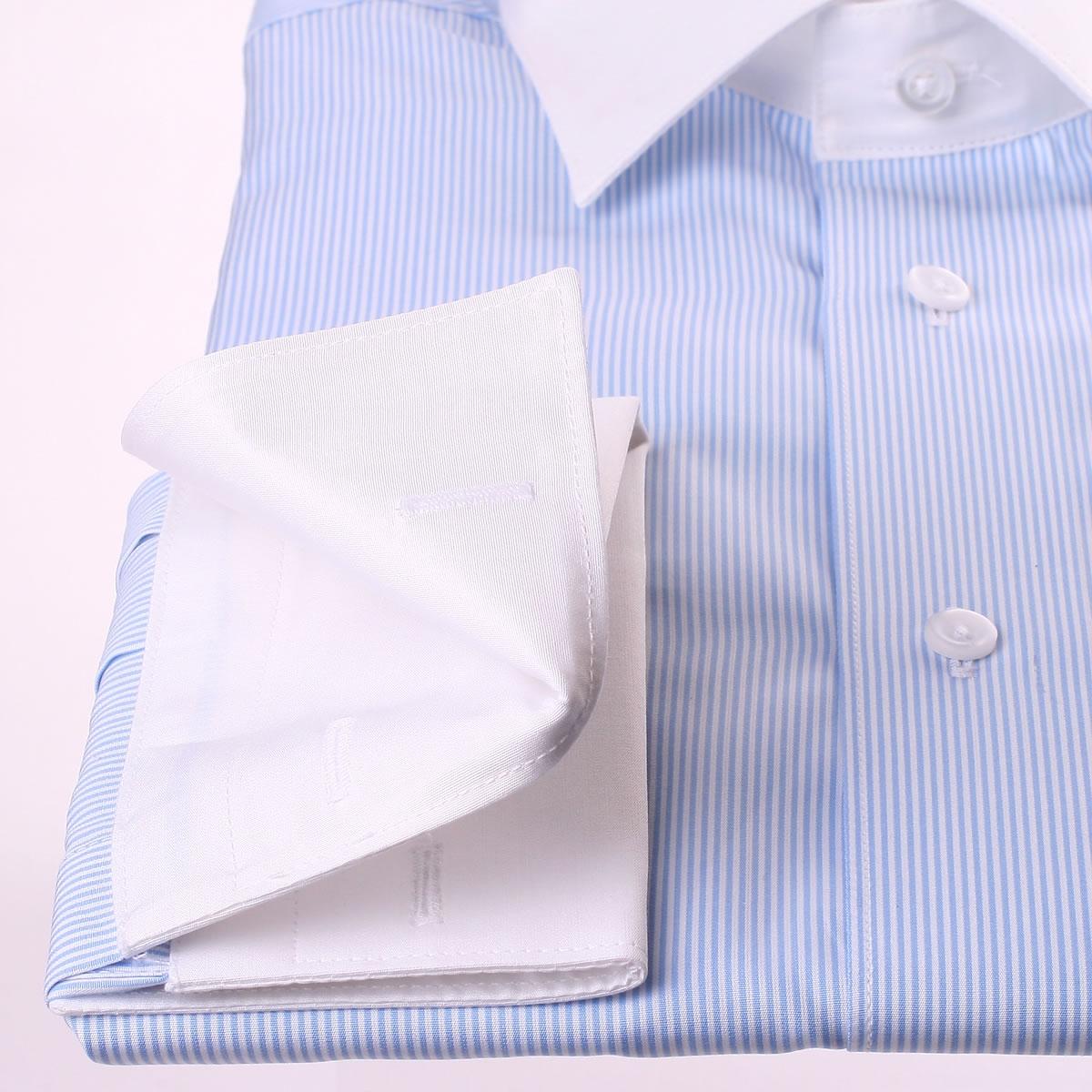 wei und blau gestreiftes hemd mit wei em kragen und. Black Bedroom Furniture Sets. Home Design Ideas